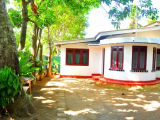 Dehiwala house for rent 32000/-