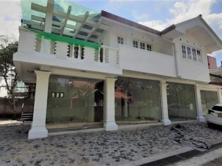 Shops / Showrooms / house for rent in Gampaha city center
