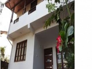 Upstairs of fully tiled 2 storied house for rent at Moratuwa